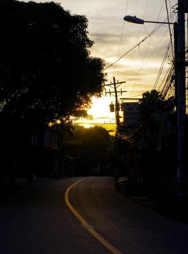http://camerashyness.com/2013/01/07/day-7-golden-hour/